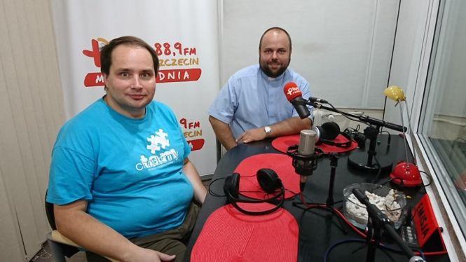 ks. Karol Łabęda (dyrektor Szczecińskiej Pieszej Pielgrzymki na Jasną Górę) oraz Piotr Bolin ( służba medyczna pielgrzymki)